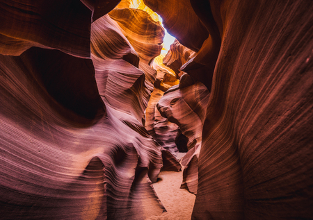 Beautiful view of amazing sandstone formations in famous Antelope Canyon on a sunny day with blue sky near the old town of Page at Lake Powell, American Southwest, Arizona, USA 스톡 콘텐츠