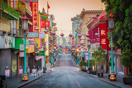 Famous San Franciscos Chinatown, the oldest Chinatown in North America and the largest Chinese enclave outside Asia, in beautiful morning light at sunrise, California, USA 新聞圖片