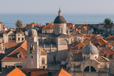 地中海で最も有名な観光地の一つ、ドゥブロヴニクの歴史的な町の古典的なパノラマビュー, 日没時, ダルマチア, クロアチア 写真素材