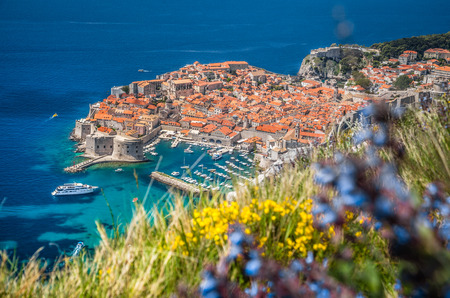 Panoramic aerial view of the historic town of Dubrovnik, one of the most famous tourist destinations in the Mediterranean Sea, from Srt mountain on a beautiful sunny day in summer, Dalmatia, Croatia 版權商用圖片
