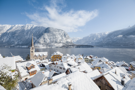 Panoramic aerial view of famous Hallstatt lakeside town during winter sunrise on a beautiful cold sunny day at Christmas time, Salzkammergut, Austria Stock fotó - 100198720