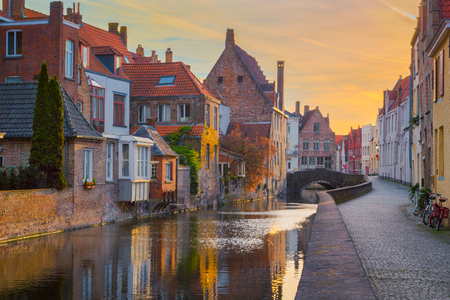 Historic city of Brugge at sunrise, Flanders, Belgium Imagens - 100199020