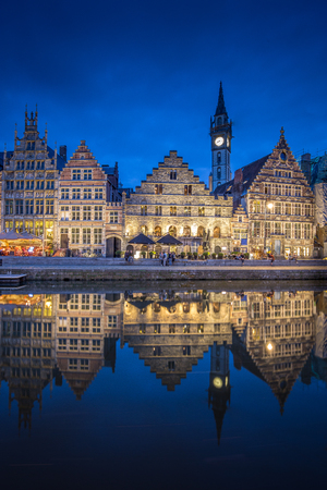 Panoramic view of famous Graslei in the historic city center of Ghent illuminated in beautiful post sunset twilight during blue hour at dusk with Leie river, Ghent, East Flanders, Belgium 版權商用圖片