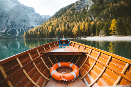 Beautiful view of traditional wooden rowing boat on scenic Lago di Braies in the Dolomites in scenic morning light at sunrise, South Tyrol, Italy 免版税图像