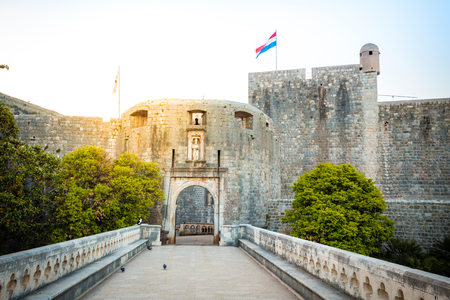 Panorama view of famous Dubrovnik Pile Gate (Old Town Gate) in beautiful morning light at sunrise, Dalmatia, Croatia 版權商用圖片