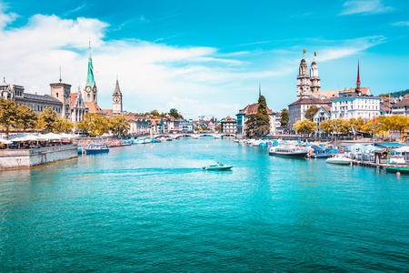 Panoramic view of Zurich city center with churches and boats on beautiful river Limmat in summer, Canton of Zurich, Switzerland Zdjęcie Seryjne