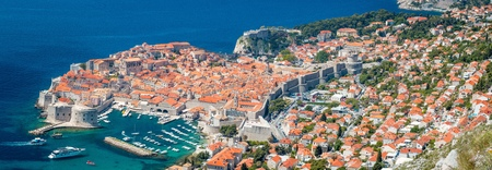 Panoramic aerial view of the historic town of Dubrovnik, one of the most famous tourist destinations in the Mediterranean Sea 版權商用圖片