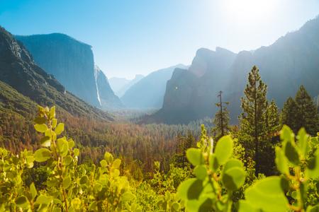Panoramic view of famous Yosemite Valley Tunnel View in beautiful morning light at sunrise in summer, Yosemite National Park, Mariposa County, California, USA 版權商用圖片