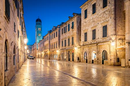Classic panoramic view of famous Stradun, the main street of the old town of Dubrovnik, in beautiful morning twilight before sunrise at dawn in summer, Dalmatia, Croatia Фото со стока