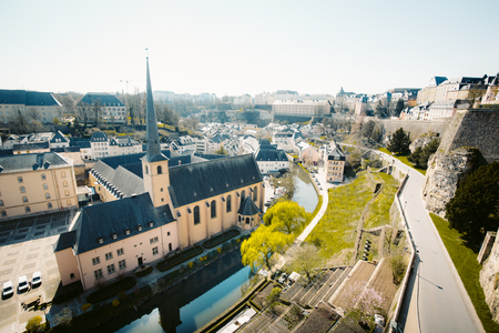 Panoramic view of the famous old town on a beautiful sunny day with blue sky in springtime, Luxembourg Redactioneel