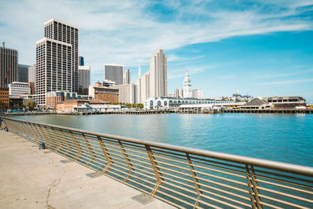 Panoramic view of San Francisco skyline with historic Ferry Building at famous Embarcadero street on a sunny day with blue sky and clouds in summer, California, USA 版權商用圖片