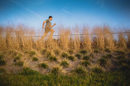 Male runner jogging on a riverside Imagens - 104975309