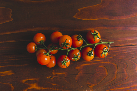 Cherry tomatoes on a wooden table Imagens