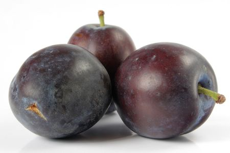 peal: Plum isolated