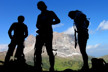 stijger: Klimmers silhouetten in de Dolomieten, Italië  Stockfoto