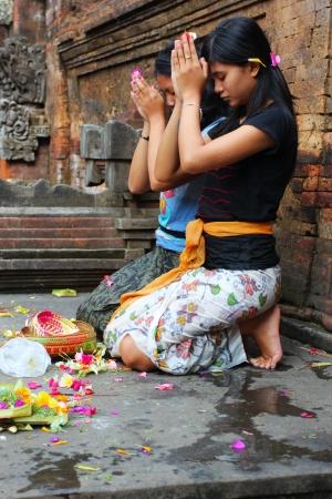 pura: UBUD, INDONESIA - JULY 30: Hindu prayers in Pura Tirta Empul temple on 30 July, 2011 in Ubud, Indonesia Editorial