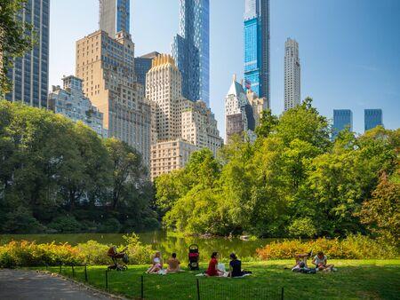 Manhattan, New York City, États-Unis : [ Central Park, Midtown Manhattan, panorama de la fontaine du centre commercial Bethesda ] Banque d'images