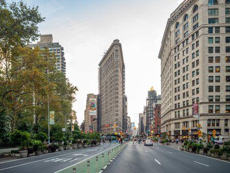 Manhattan, New York City, United States of America : [ Flatiron Fuller building built by Daniel Burnham, Madison Square Plaza ] Stock Photo