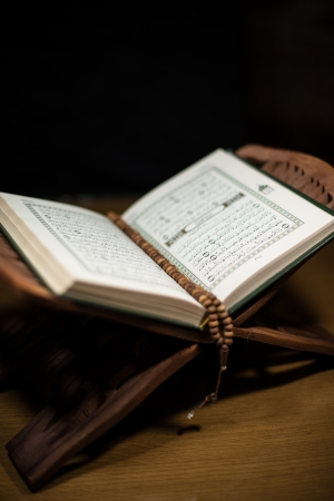 pages of holy koran and rosary at the book Stock Photo - 20225801