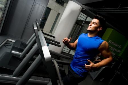 hombre fuerte: Correr en la cinta