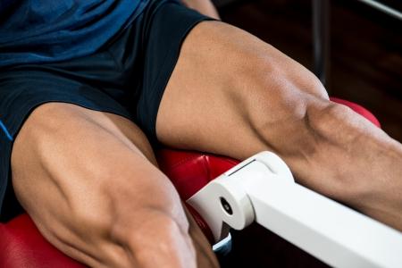 piernas hombre: Entrenamiento Ejercicios para las piernas Foto de archivo