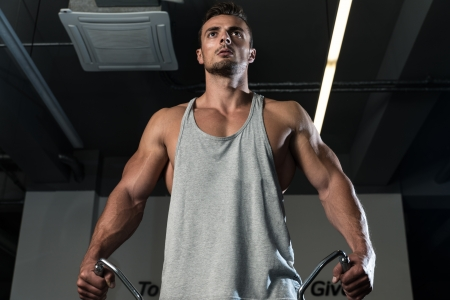Schouders Cable Lateral Raise Workout Stockfoto