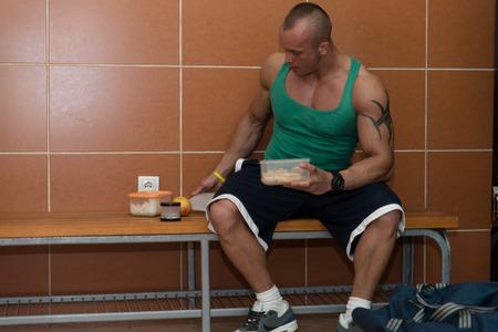 tupperware: Bodybuilder Eating Healthy Bodybuilding Diet Food Out Of Tupperware