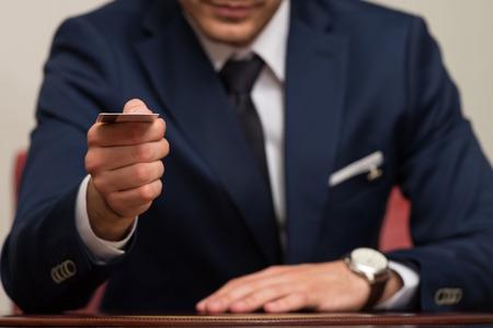 traje sastre: Hombre De Negocios En Traje De Negocios pagar con tarjeta de cr�dito