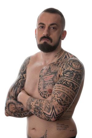 tatouage sexy: Portrait d'un jeune homme avec un tatouage et de la barbe - isolé sur fond blanc Banque d'images