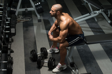 workout gym: Portrait Of A Physically Fit Man Resting In A Health Club