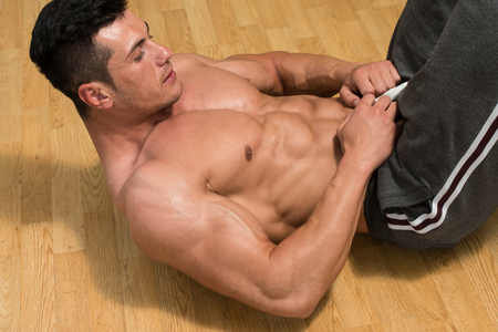 bodybuilding: Exercising Abs Abdominals In Fitness Club