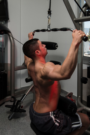 heavy weight: Young Bodybuilder Doing Heavy Weight Exercise For Back Stock Photo
