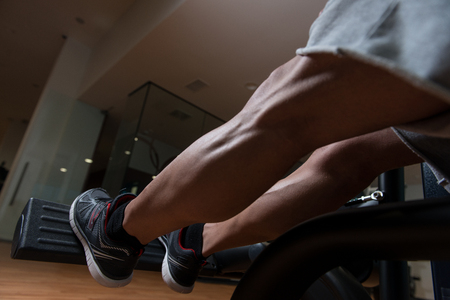 heavy weight: Bodybuilder Doing Heavy Weight Exercise For Legs