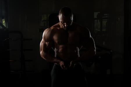 siluet: Bodybuilder Posing - Handsome Power Athletic Guy Male - Fitness Muscular Body Stock Photo