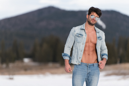 Handsome Young Model Standing Strong Outdoors and Flexing Muscles - Muscular Athletic Bodybuilder Man Posing - a Place for Your Text Standard-Bild