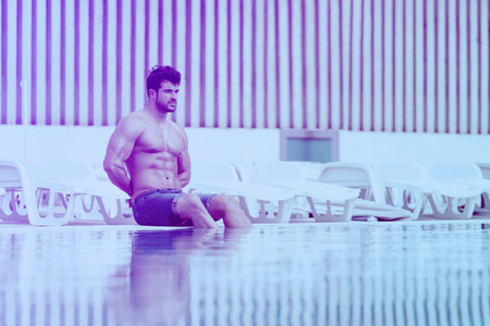 Young Healthy Good Looking Macho Man Model Athlete At Swimming Outdoor Pool Banco de Imagens