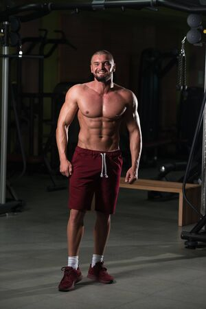 Portrait Of A Young Physically Fit Man Showing His Well Trained Body - Muscular Athletic Bodybuilder Fitness Model Posing After Exercises 版權商用圖片