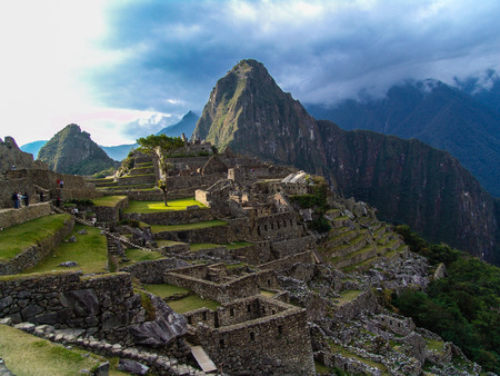 inca architecture: Machu Picchu, the ancient Inca town built on a promontory That links the Machu Picchu and Huayna Picchu. Cuzco, Peru.