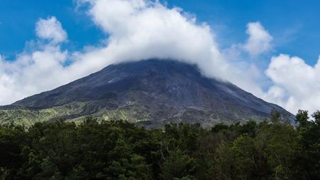 Wulkan Arenal, Park Narodowy Arenal Volcano, Alajuela, Kostaryka. Zdjęcie Seryjne