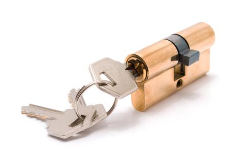Cilinderslot met sleutels op witte achtergrond worden geïsoleerd die.