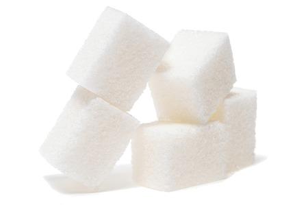 白い背景に隔離された砂糖キューブのグループ