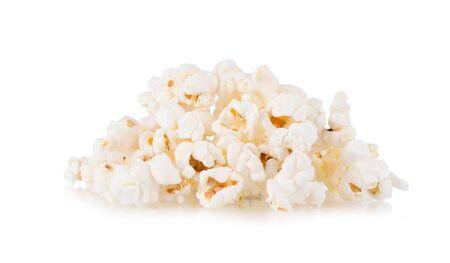 Palomitas de maíz aislado sobre fondo blanco.
