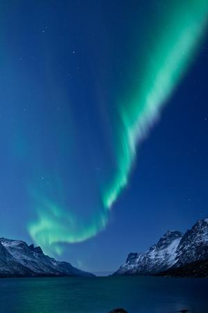 Aurora Borealis Noorderlicht reflectie met fjorden