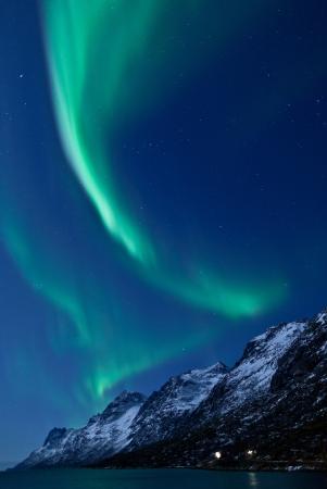 Aurora Borealis Nordlichter Reflexion mit Fjorden Standard-Bild - 14615320