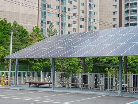 Rest facilities equipped with solar panels, Korea Cheongju City Banque d'images - 101196592