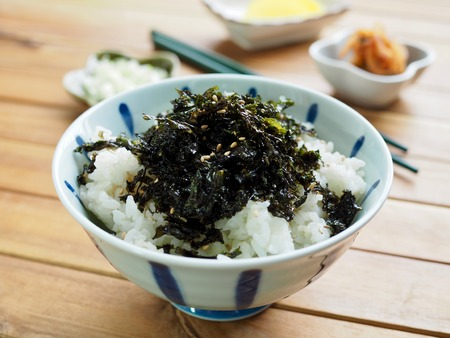 Korean food laver powder White rice and Kimchi and Pickled radish 스톡 콘텐츠