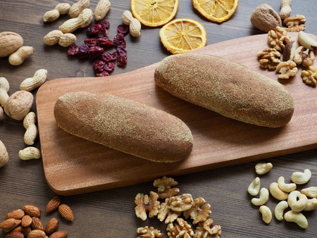 Whole wheat bread, nuts and dried fruit 免版税图像