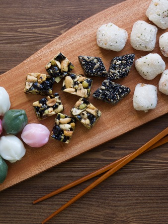 Korean traditional sweets and cookies, Songpyeon, Honey-filled Rice Cake, Sesame glutinous rice cake, Gangjeong