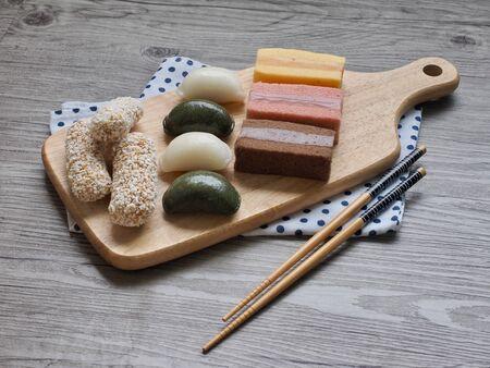 Korean food mochi cake, Mochi Castella, tteok, rice cake, yugwa, Songpyeon