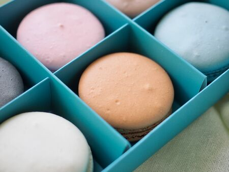Colorful macaroons in different colors, Gift box 版權商用圖片